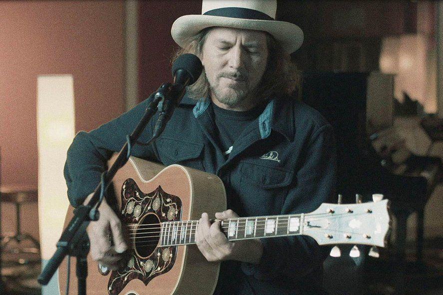 El cantante de Pearl Jam, Eddie Vedder, publicó dos canciones nuevas en formato solista:
