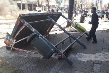 La parada de colectivos que se desplomó en el centro de La Plata.