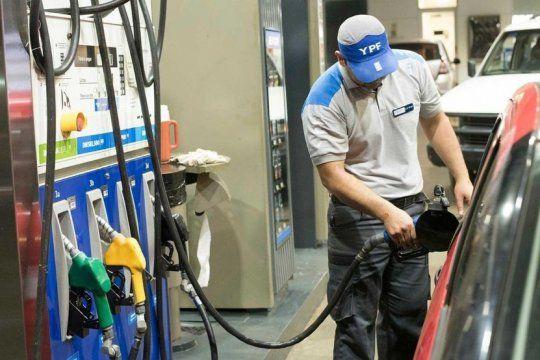 finalmente, el gobierno congelo el precio del combustible por decreto
