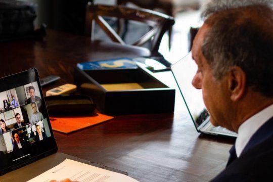 El embajador argentino en Brasil, Daniel Scioli, durante la reunión virtual con empresarios vitivinícolas y cónsules de Brasil