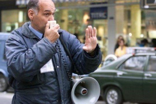 todo vuelve: el inspector del megafono otra vez en la calle, ?le hice multas a alak y a chiche duhalde?