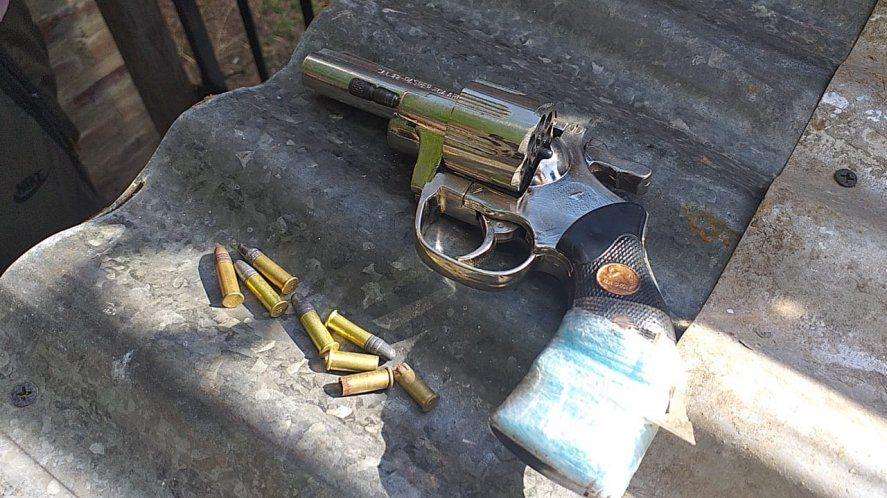 En un robo, persecución y tiroteo cayeron dos jóvenes: uno tenía arresto domiciliario
