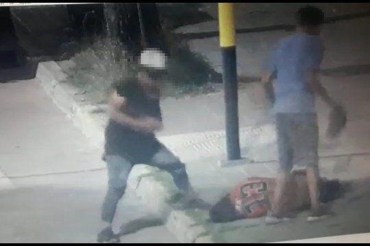 Dos menores de 14 y 15 años dejaron grave a un hombre de 41