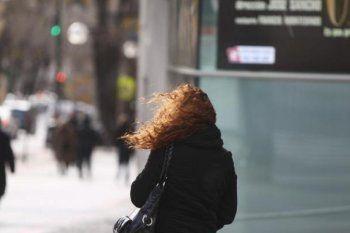 El alerta meteorológico continúa vigente por vientos en La Plata.