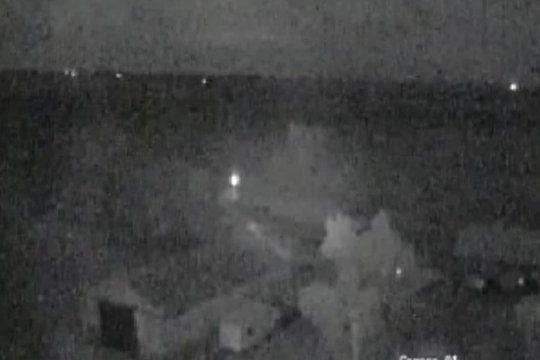 El estruendo se sintió mayormente en Francisco Madero, Esteban de Luca y Curarú (Foto: captura del video de seguridad)