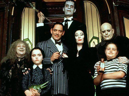 """""""Los locos Adams"""" vuelven a las pantallas de la mano de Tim Burton."""