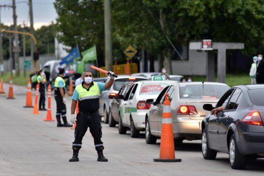 insolito: remises y taxistas ofrecen viajes clandestinos a pinamar, la costa o madariaga por 7 mil pesos