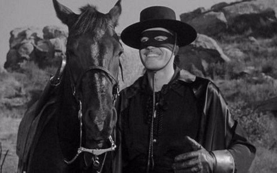 El Zorro se despide de la televisión argentina tras 16 años y en las redes lloran por su partida