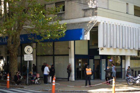 Los bancos vuelven al horario normal y abrirán a las 10hs