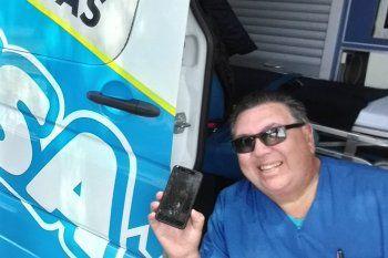 Colegas del enfermero Néstor Martínez lo despidieron con un sentido homenaje