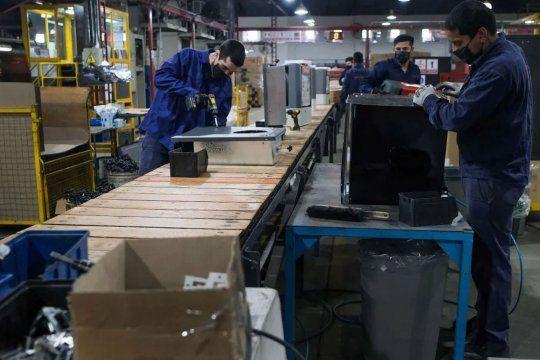 El Gobierno resolvió la continuidad del ATP para auxiliar a las empresas en el pago de salarios de septiembre.