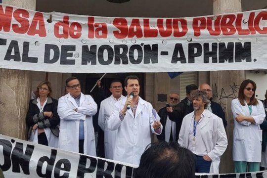 profesionales de la salud de moron se manifestaron frente al municipio en reclamo por la falta de insumos