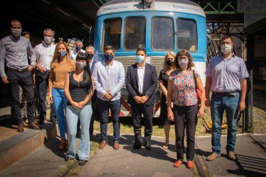 Tolosa Paz participó de una prueba del nuevo tren universitario