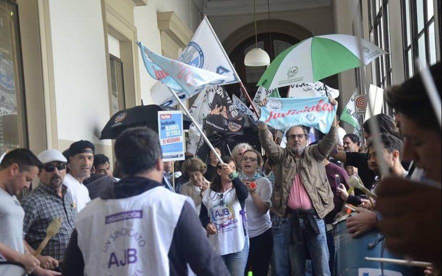 Judiciales bonaerenses continúan con la protesta y le exigen a Vidal un aumento salarial