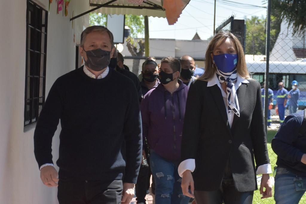 """Fernando Gray y Malena Galmarini en la Escuela de Educación Especial """"Nuevos Horizontes Echeverrianos del Barrio Parque Delfino"""
