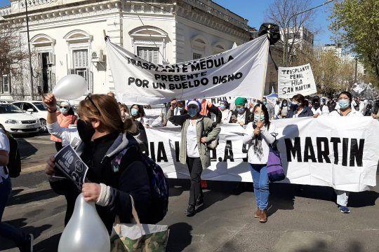 Marcha de enfermeros en La Plata, tras 85 trabajadores de la salud fallecidos