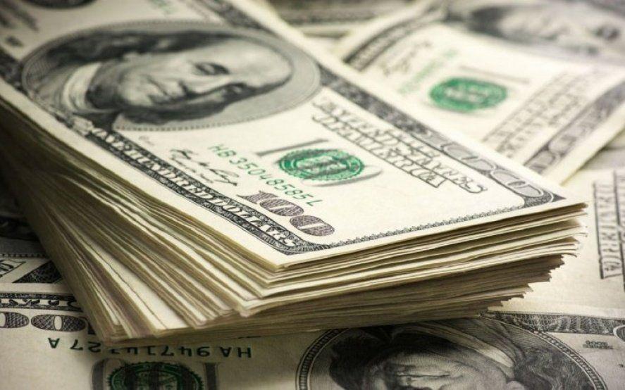 En llamas: Nueva marca histórica para el dólar que ya se ubica cerca de los $45