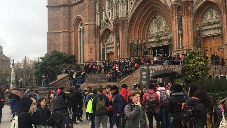 Amenazas de bomba: en La Plata evacuaron tres escuelas y piden que la justicia investigue los llamados al 911