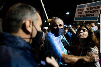 El fotógrafo Fernando Cuesta del diario La Nación, que registró este momento en el cacerolazo de Olivos, publicó la imagen en su cuenta personal