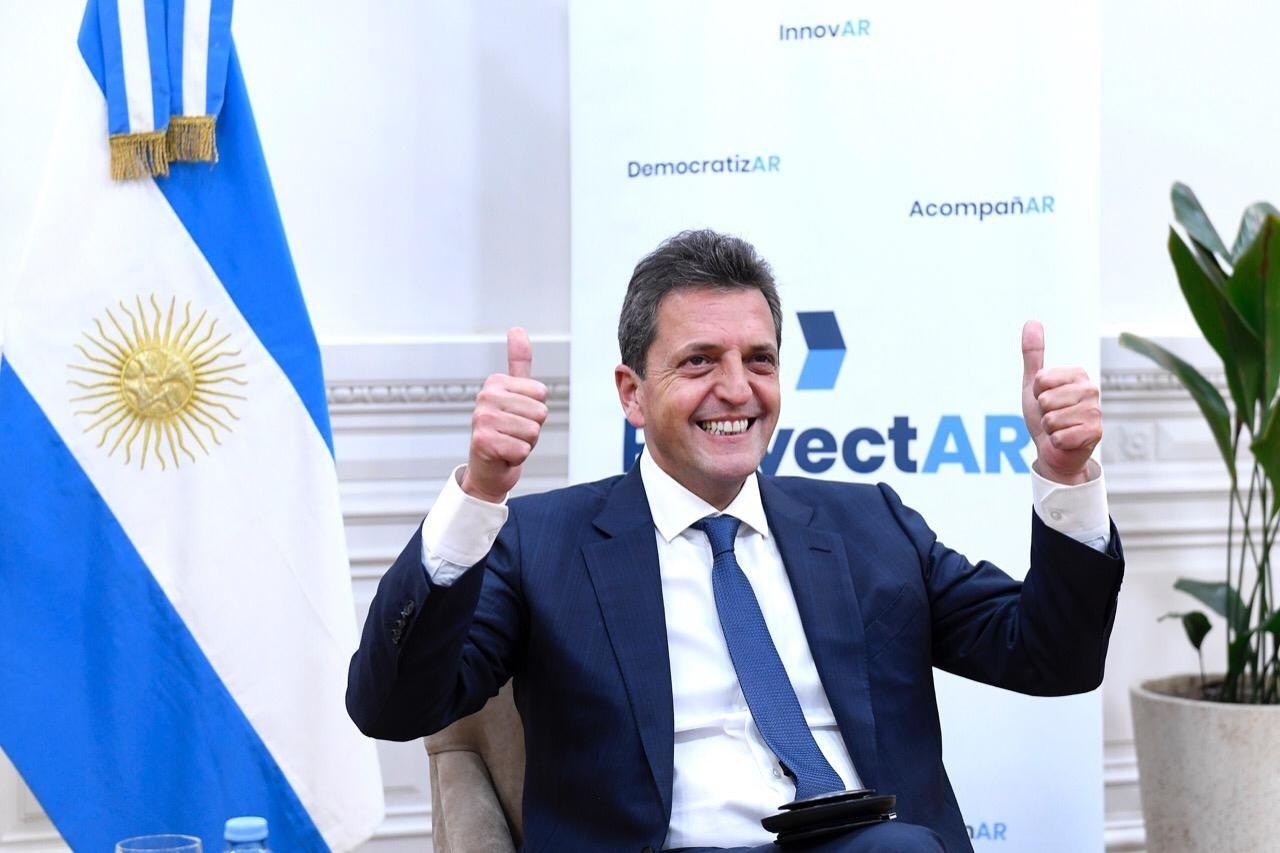 Massa participó de uno delos 18 realizados por la Escuela de Gobierno y Política Públicas del FR(ProyectAR) en todo el país