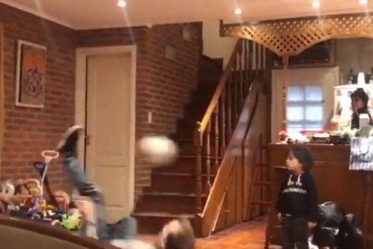 chilena sale mal: el video viral de un padre demostrando su destreza con un final inesperado