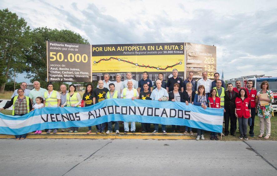 Reclamo de vecinos autoconvocados por la autopista en la Ruta 3 (Municipio de Azul)