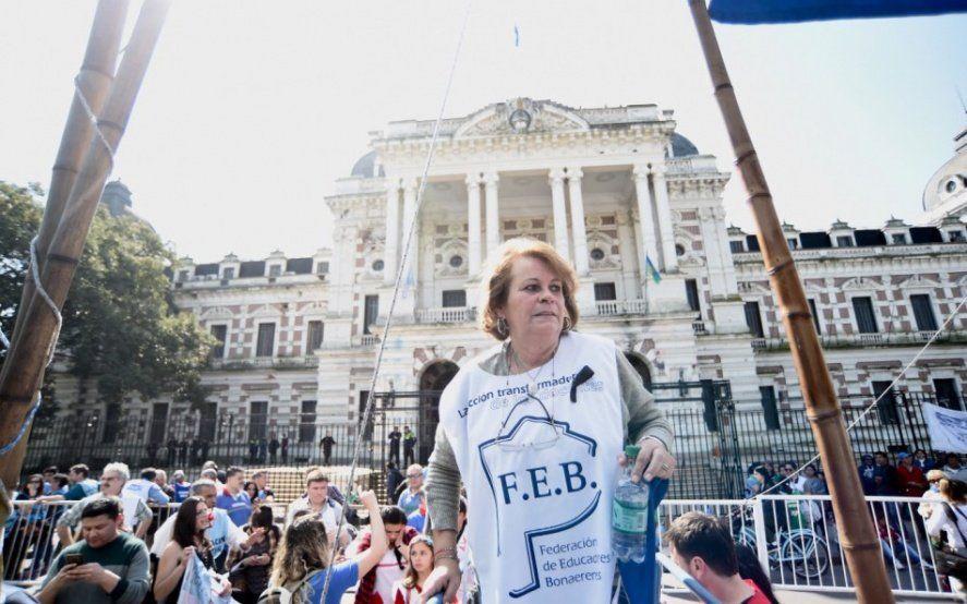 Insólito: Petroccini y otros dirigentes del FUDB quedaron atrapados en un ascensor del Ministerio de Trabajo