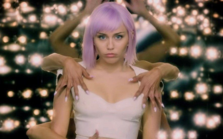 Tráiler de la temporada 5 de Black Mirror: vuelve a Netflix y con Miley Cyrus como protagonista