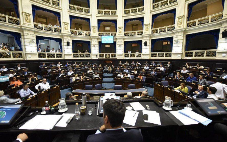 En su primera sesión del año Diputados aprobó la Ley Micaela y protocolo anti-motochorros