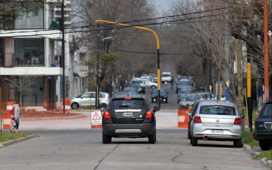 Por el paso bajo nivel de La Plata, cambia la circulación vehicular de un tramo de la calle 4