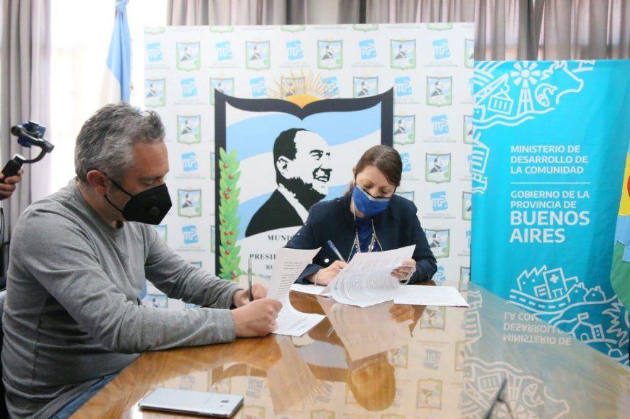 Andrés Larroque firmó con Blanca Cantero la asistencia de la Provincia para el Fortalecimiento de Políticas Sociales.