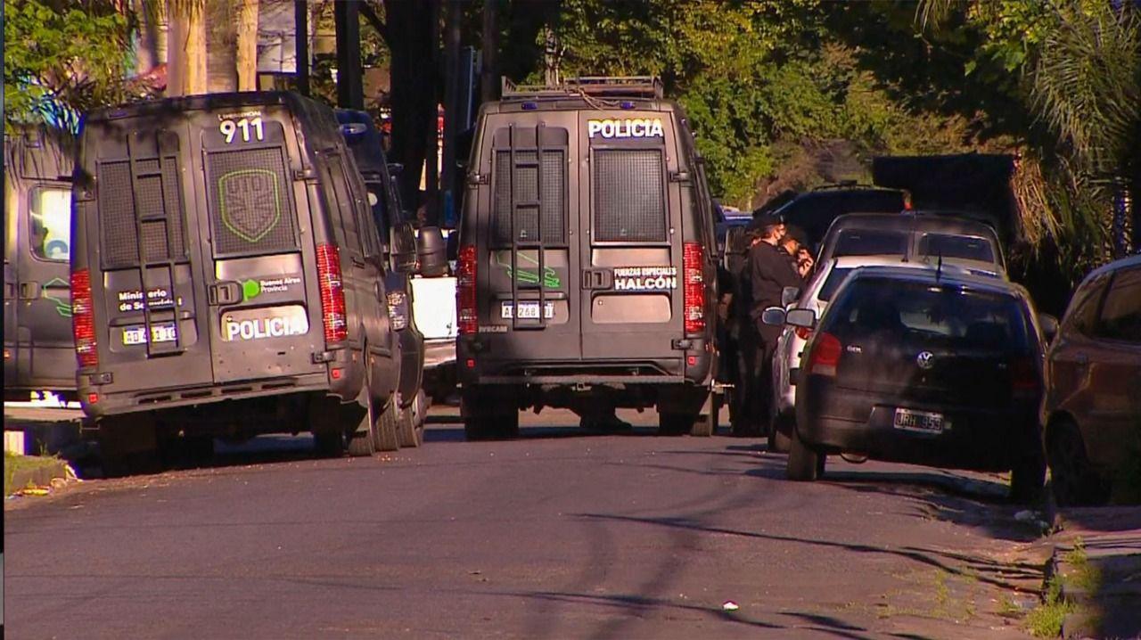 tragico final de la toma de rehen: dos muertos y tres policias heridos