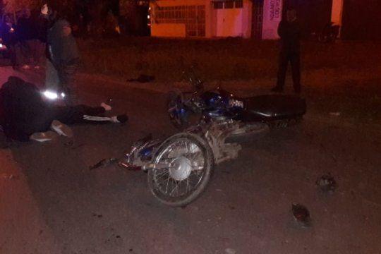 manana accidentada en la plata: fatal choque de motos y tres heridos graves al caer un ascensor