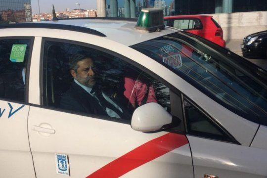 el colmo de angelici: llego a madrid para reclamar la libertadores y le toco un taxi increible