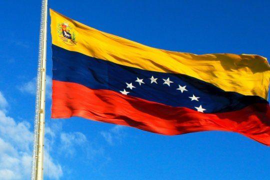 polemica entre finocchiaro y un intendente k por una invitacion a ?defender la democracia venezolana?