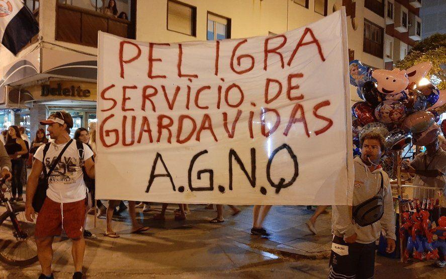 Fin de semana largo conflictivo en Necochea: sin respuestas del intendente Rojas, guardavidas van al paro