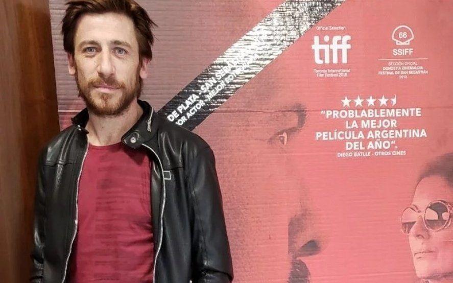 """Orgullo platense: el actor Diego Cremonesi se llevó el Cóndor de Plata por su papel en """"Rojo"""""""