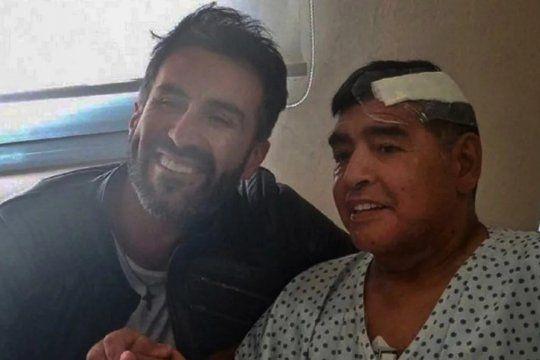 El médico Leopoldo Luque y Diego Maradona, tras la última operación