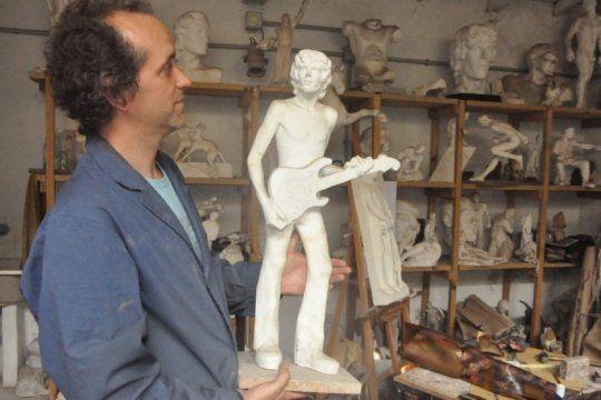 los secretos del ?escultor publico? de gesell: inmortalizo al che, a spinetta y a tita merello