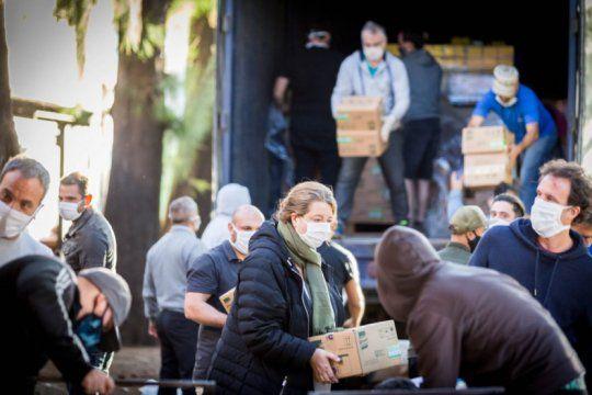 entregan 700 mil platos de comida donados por privados en san cayetano