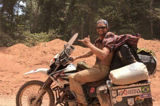de ushuaia a alaska: la travesia de un bonaerense que recorre america en moto