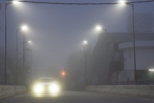 en la plata advierten por presencia de niebla y piden extremar medidas de precaucion al conducir