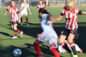 Estudiantes fue goleado por River en Núñez.