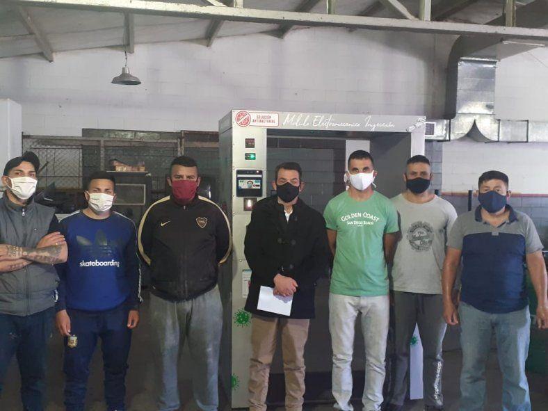 Los presos elaboraron la cabina sanitizante en una de las cárceles de Florencio Varela