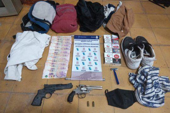 Secuestraron armas y prendas de vestir de interés para la causa