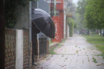 Hay alerta meteorológico del SMN por lluvias y vientos.