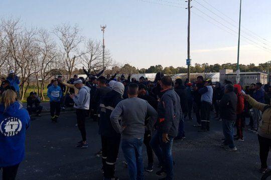tension en el ministerio de trabajo por la protesta de la uocra de la plata