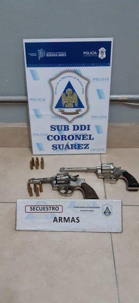 En la casa de la directora secuestraron armas de fuego.