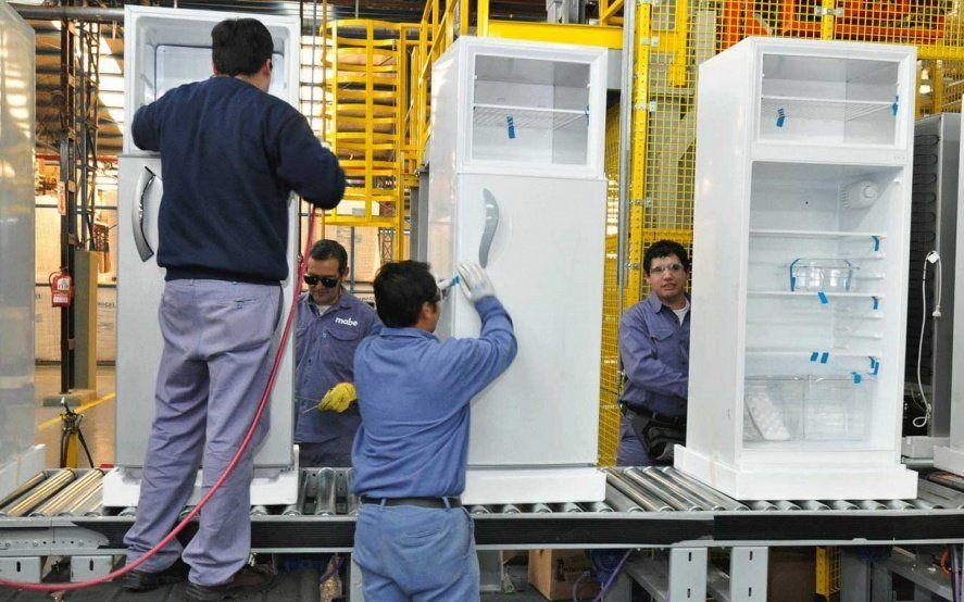 El Gobierno lanzará en marzo un plan de salvataje para las fábricas de electrodomésticos
