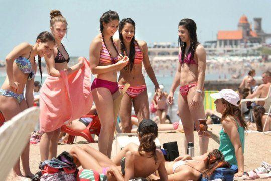 ¡looks playeros! cual es la tendencia en trajes de bano de esta temporada de verano